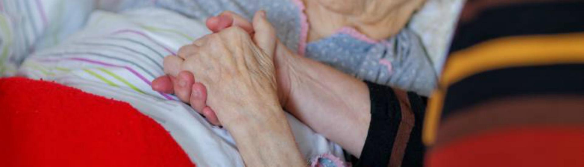 Soin auprès des personnes atteintes de la maladie d'Alzheimer et aide aux aidants